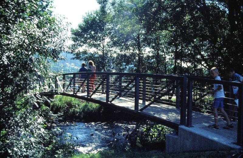 Brücke zum Seepark in Arrach über den Weißen Regen