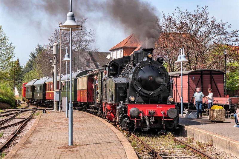 Museumseisenbahn im Bahnhof Losheim