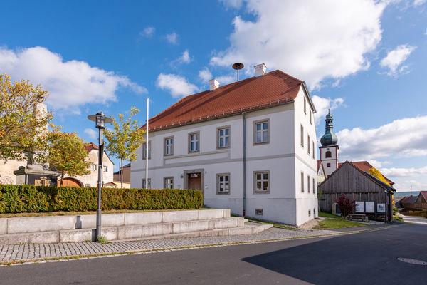 Das Gelebte Museum befindet sich im ehemaligen Schul- und Rathaus von Mähring