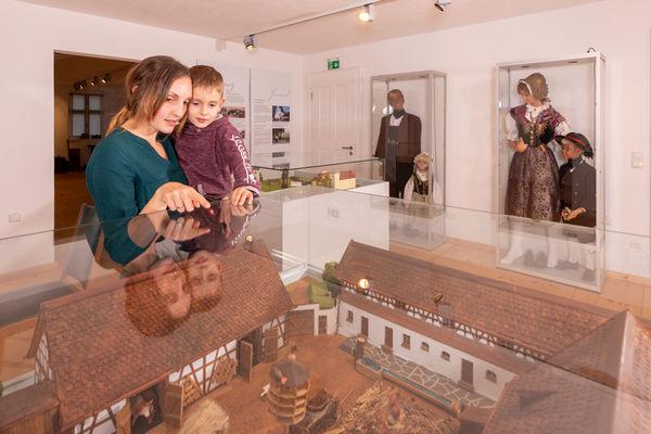 Die Ausstellung thematisiert das Leben der Bewohner im Grenzgebiet