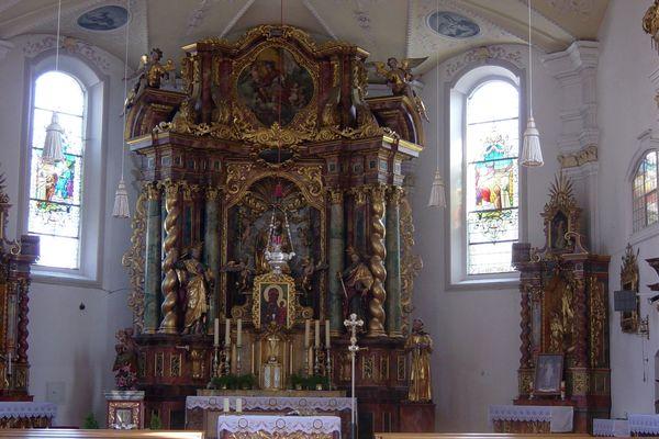 Altar der Klosterkirche im Paulinerkloster Mainburg