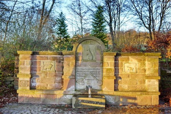 Gangelbrunnen am Ommersheimer Weiher in der Gemeinde Mandelbachtal