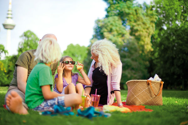 Luisenpark Mannheim, family picnic