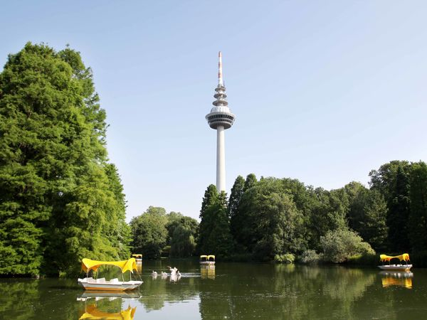 Gondolettas in the Luisenpark, Telecommunications tower with revolving restaurant