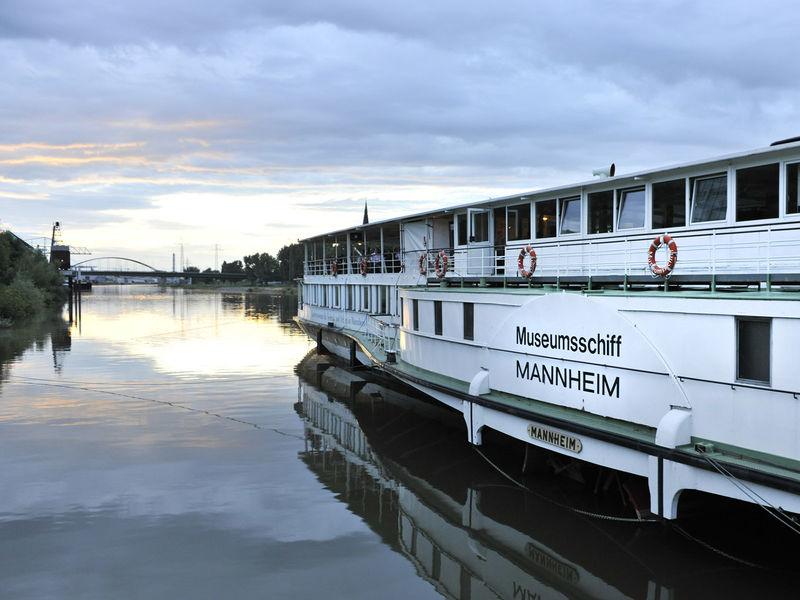 Mannheim, Museumsschiff auf dem Neckar