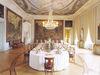 Mannheim, Schlossmuseum: Vorzimmer mit eingedeckter Festtafel