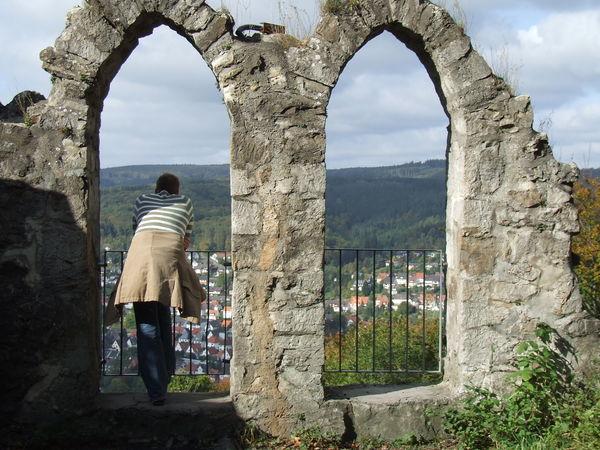 Blick durch die Aussichtsfenster Bilsteinturm