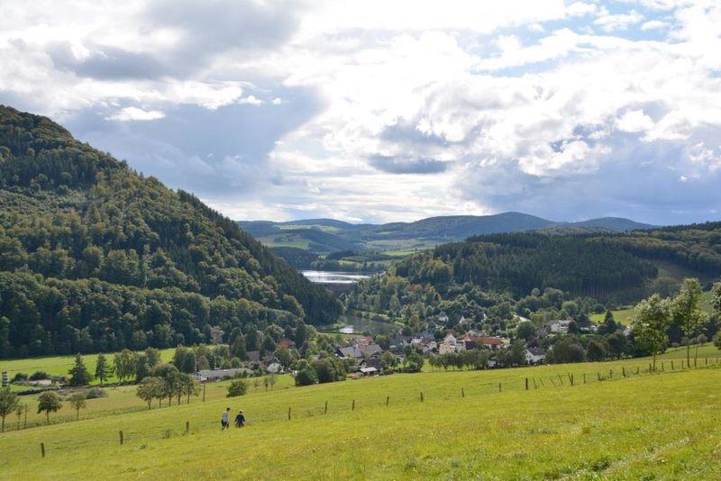 Blick auf Helminghausen und Diemelsee