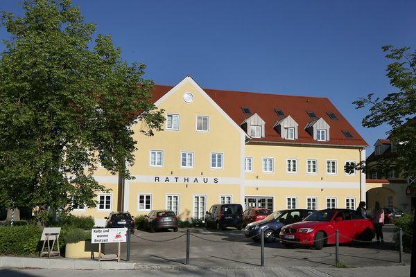 Rathaus am Dorfplatz in Marzling