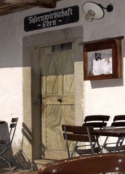 Die Tafelwirtschaft ist selbst ein originaler Wiederaufbau im Freilichtmuseum
