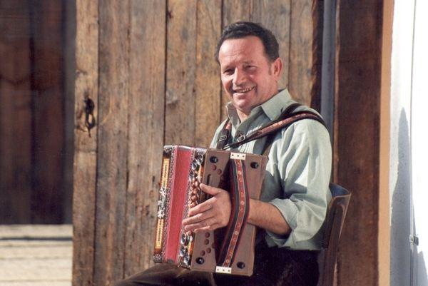 Musikalische Unterhaltung bei der Kirchweih mit Kirta am Freilichtmuseum Finsterau