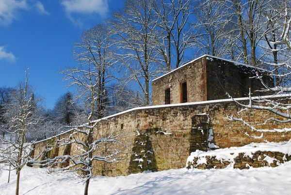 Ruine der St. Martins Kapelle im Winter