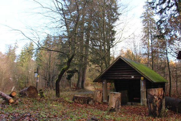 Bietet zu jeder Jahreszeit Schutz: Die Schutzhütte Nusskämpchen