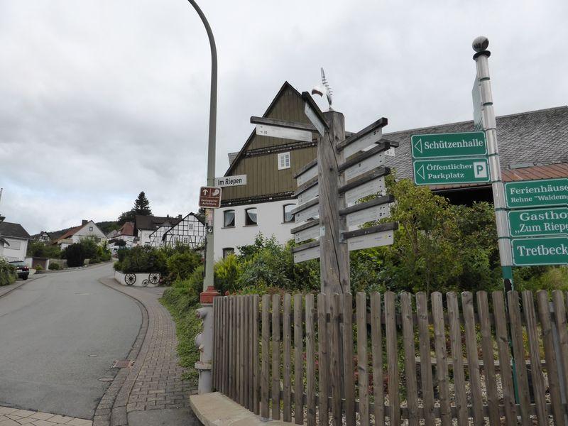 Wanderausgangspunkt Kirchplatz Düdinghausen
