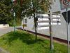 Wanderwegweiser am Dorfplatz Referinghausen