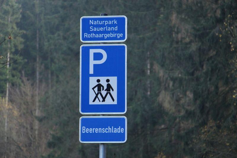 ... hier gehts zum Wanderparkplatz Beerenschlade