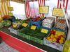 Frisches Obst und Gemüse auf dem Wochenmarkt in Medebach