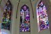 Die schmucken und bunten Kirchfenster