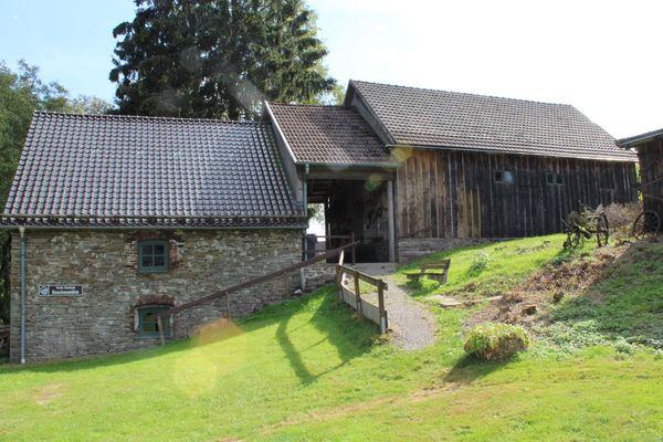 Blick von der Seite auf die Knochenmühle