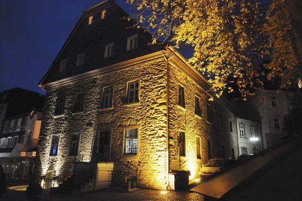 Beleuchtetes Haus in Menden