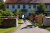 Radler vor dem Schloss Meßkirch