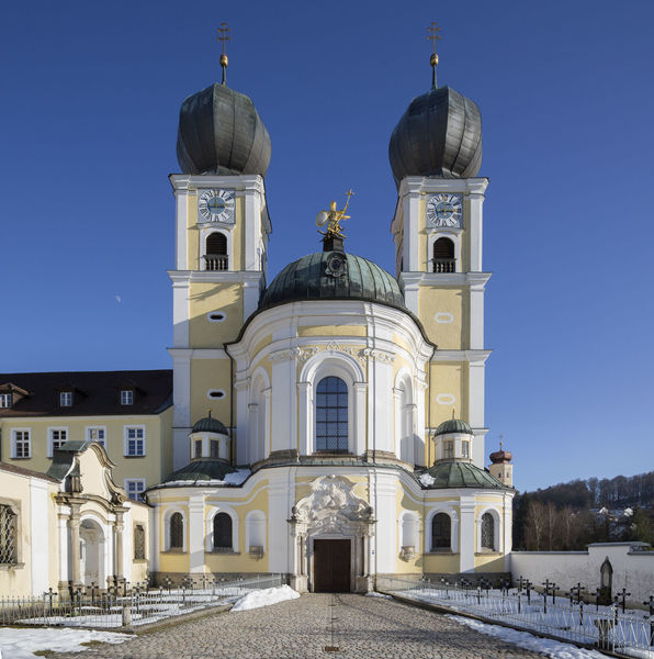 Das Gebäude des Gotteshauses stammt zum Großteil aus dem frühen 18. Jahrhundert.