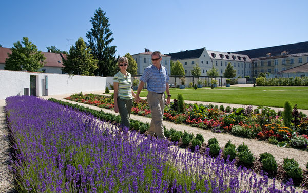 Der Prälatengarten im Kloster Metten