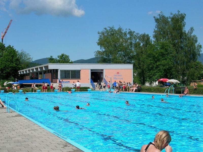 Badespaß im Freibad Metten im Deggendorfer Land