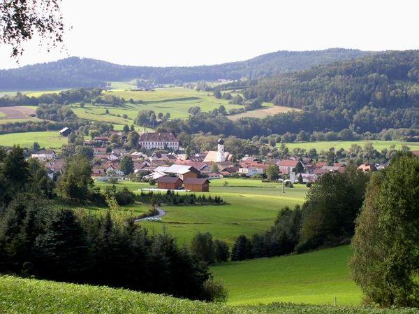 Abseits des organisierten Touristenrummels, im Regen- und Perlbachtal, ist Miltach der Inbegriff des ruhigen, erholsamen Urlaubs.