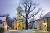 Blick auf die Sankt-Georgs-Kirche in Mitterfels im Winter