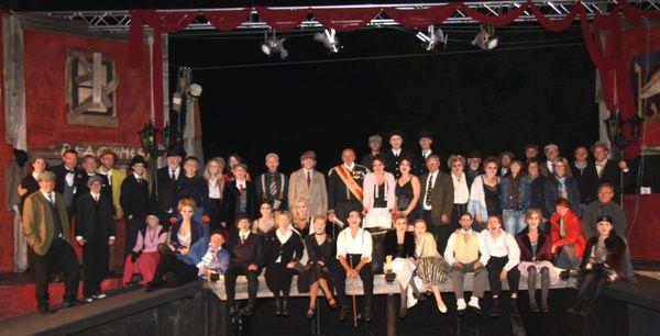 Das Ensemble des Freilichttheaters auf Burg Mitterfels