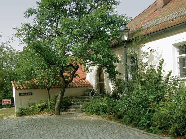 Blick auf den Eingang ins Heimatmuseum auf der Burg Mitterfels
