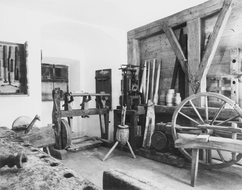 Gerätschaften aus vergangenen Zeiten im Heimatmuseum auf der Burg Mitterfels
