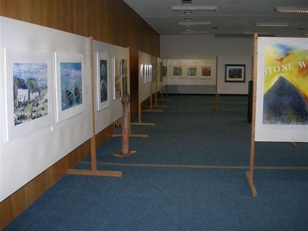 Ausstellungsraum bei der Mitterfelser Kunstausstellung