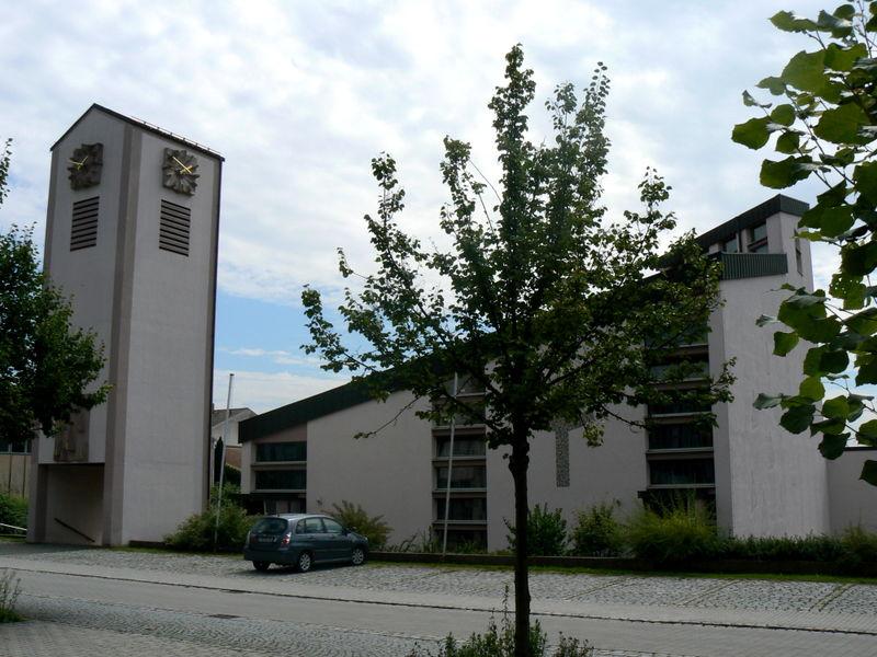 Blick auf die Pfarrkirche Mitterfels in der Urlaubsregion St. Englmar im Bayerischen Wald