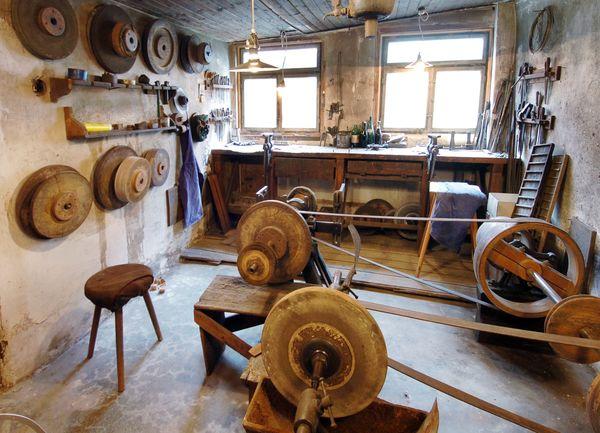 Werkstatt in der historischen Messerschmiede