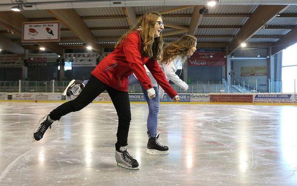 Tanz über die Eisfläche der Eishalle Moosburg