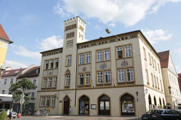 Außenansicht des Rathauses in Moosburg
