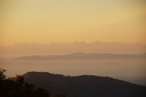 Sonnenaufgang vom Hochlauen - Sicht bis zu den Schweizer Alpen