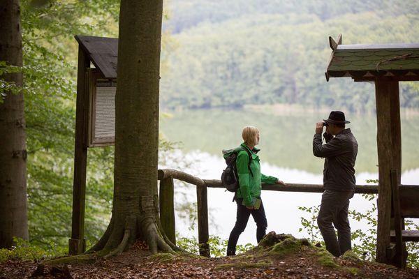 Wanderer auf dem Schlaubetal-Wanderweg, Foto: Florian Läufer