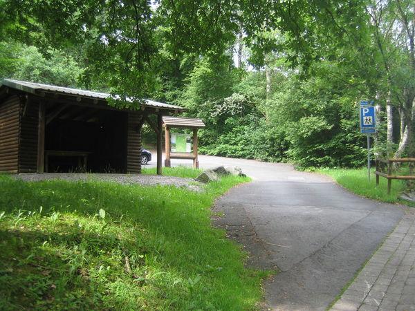 Wanderparkplatz mit Einstieg in den Köhlerpfad.