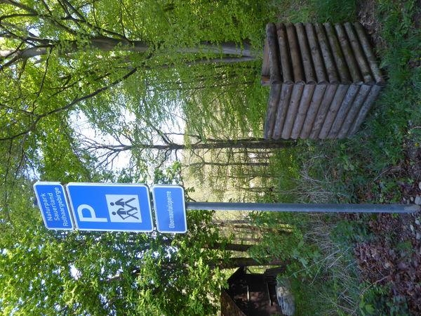 Verkehrsschild verweist auf den Wanderparkplatz.