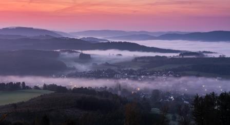 Sonnenaufgang mit Nebel vom Quitmannsturm (Aussichtsturm)
