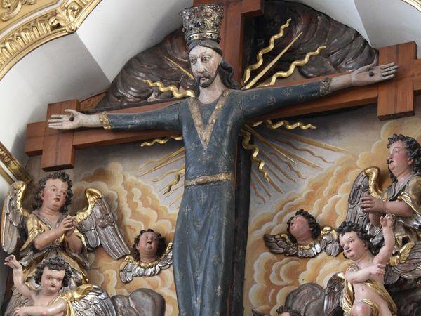 Kreuz in der Wallfahrtskirche St. Wilgefortis in Neufahrn