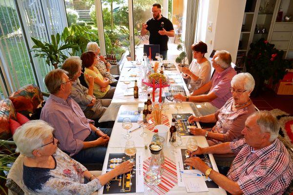 Bierseminar bei einer Gesellschaft zu Hause mit dem Biersommelier Markus Ernst