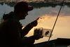 Sonnenuntergang, Angler in Boot, Foto: Florian Läufer
