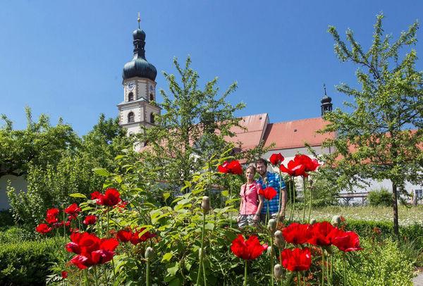 Ansicht auf das Franziskaner Kloster Neukirchen b.Hl.Blut