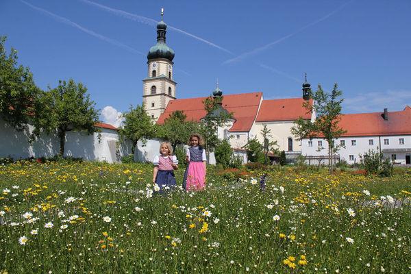 Das Franziskaner Kloster Neukirchen b. Hl. Blut