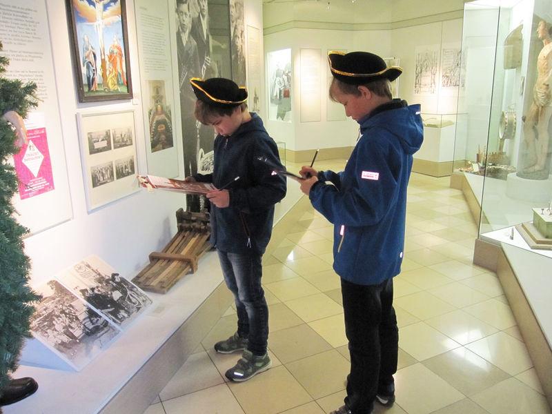 Auf Schatzsuche im Wallfahrtsmuseum in Neukirchen b.Hl.Blut