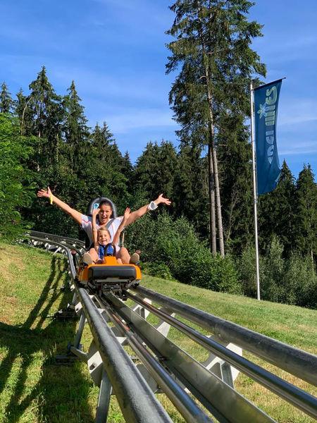 Mit 1.400 Meter Strecke ist der Höllencoaster der längste und modernste Alpine-Coaster im Bayerischen Wald.